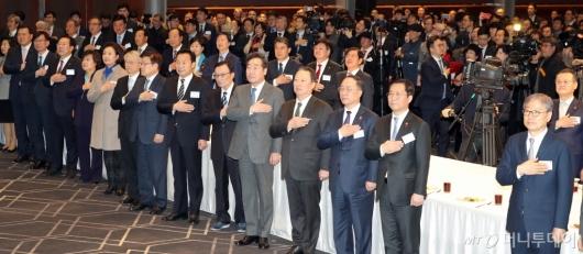 [사진]'2020 경제계 신년인사회' 국민의례