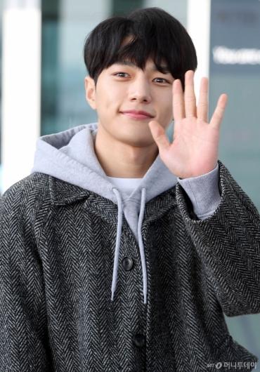 [사진]김명수 '잘다녀올게요'