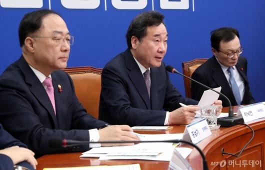 [사진]새해 첫 고위당정협의 참석한 이낙연 총리