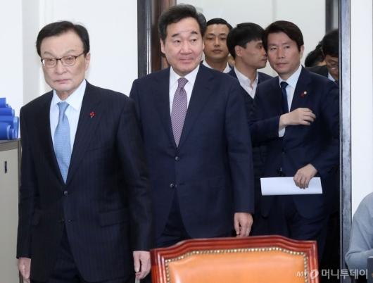 [사진]새해 첫 고위당정협의 참석하는 이낙연 총리