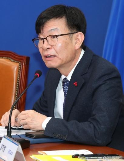 [사진]새해 첫 고위당정 발언하는 김상조