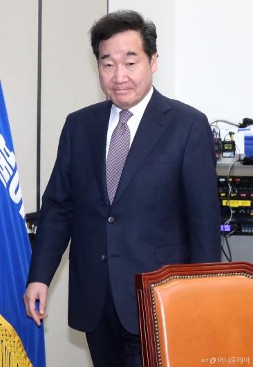 [사진]당정청협의 참석하는 이낙연 총리