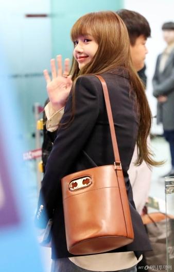 [사진]리사 '잘다녀올게요'