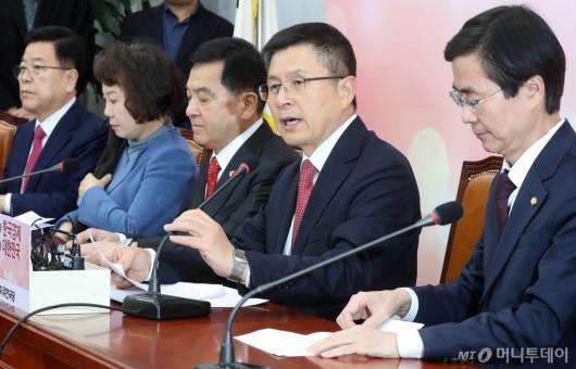 [사진]최고위원회의 주재하는 황교안 대표