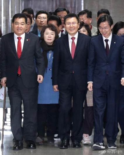 [사진]한국당, 웃으며 최고위