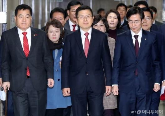 [사진]최고위 참석하는 황교안
