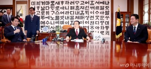 [사진]문희상 의장, 교섭단체 원내대표 회동