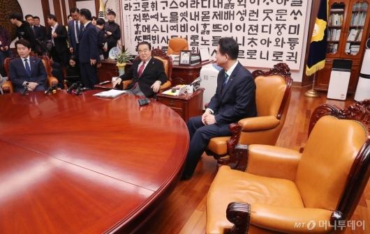 [사진]한국당 불참 속 새해 첫 원내대표 회동