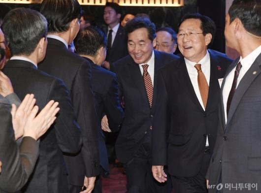 [사진]중소기업인 신년인사회 참석하는 이낙연 총리
