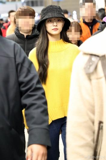 [사진]트와이스 쯔위 '노란니트가 잘어울려'