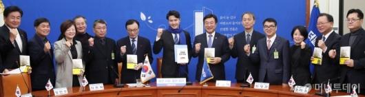 [사진]민주당, 21대 총선 다섯번째 영입인재 발표