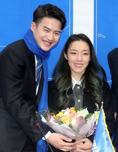 [사진]민주당 영입인재 오영환, 국가대표 아내와 함께