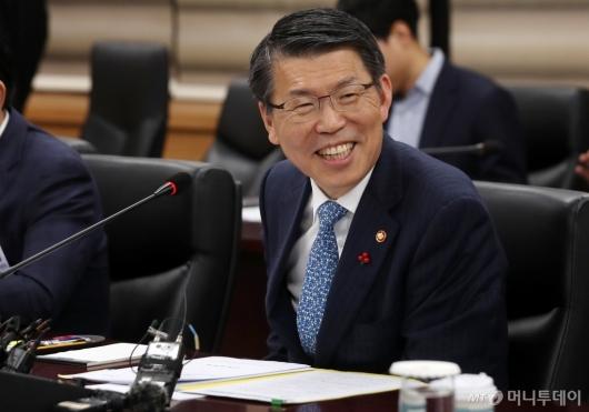 [사진]미소짓는 은성수 금융위원장