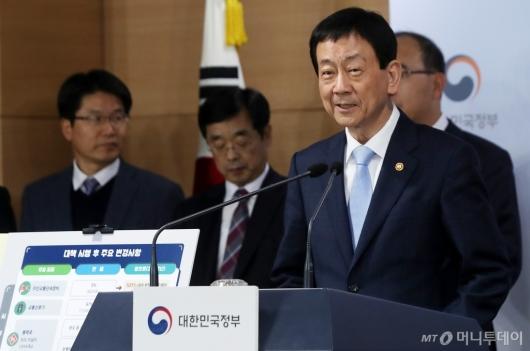[사진]브리핑하는 진영 행정안전부 장관
