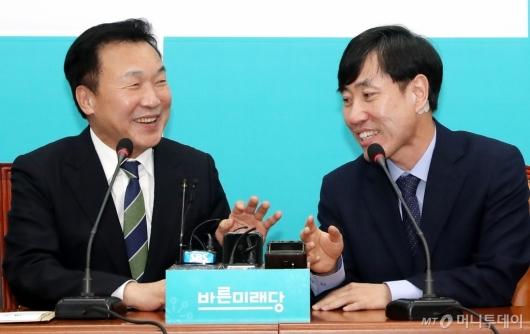 [사진]대화하는 손학규-하태경