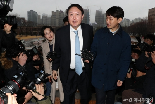 [사진]법무부 청사 들어서는 윤석열