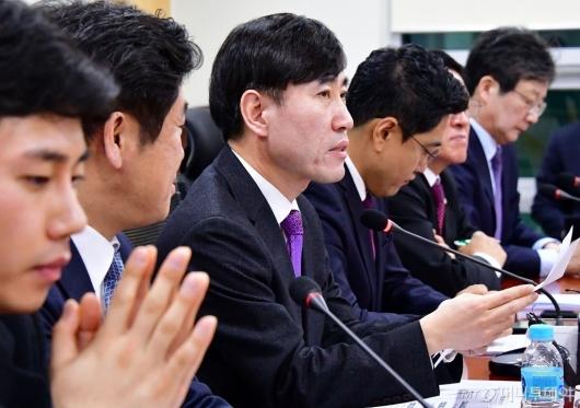 [사진]회의 주재하는 하태경 책임대표