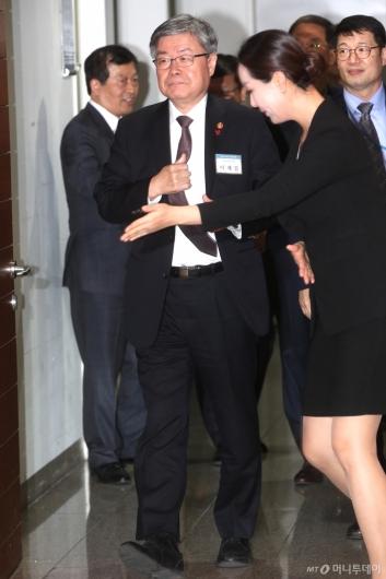 [사진]2020년 노사정 신년인사회 참석하는 이재갑 장관