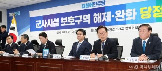 [사진]군사시설 보호구역 관련 발언하는 이재명 경기도지사