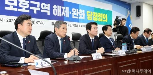 [사진]군사시설 보호시설 관련 발언하는 정경두 장관