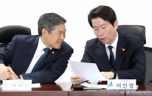 [사진]대화하는 이인영-정경두