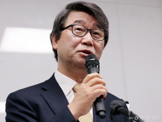 [사진]삼성 준법감시위원장 내정 설명하는 김지형 변호사