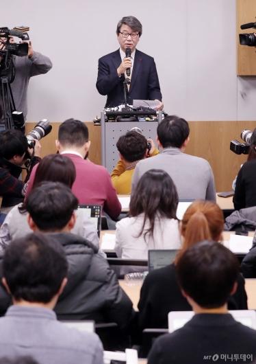 [사진]기자간담회 하는 김지형 변호사