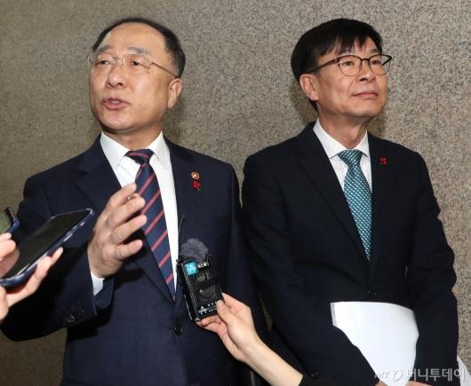 [사진]이란 사태에 국회 찾은 홍남기-김상조