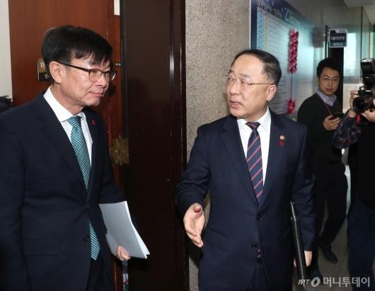 [사진]이란사태 보고 마친 홍남기-김상조