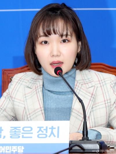 [사진]입당 소감 말하는 홍정민