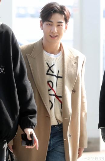 [사진]뉴이스트 백호 '잘생김 더하는 미소'