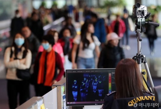[사진]중국발 항공기 이용객 검역 강화