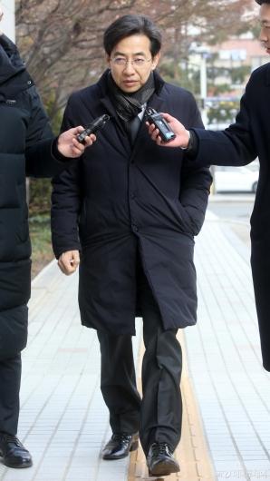 [사진]첫 공판 출석하는 김성준 전 앵커