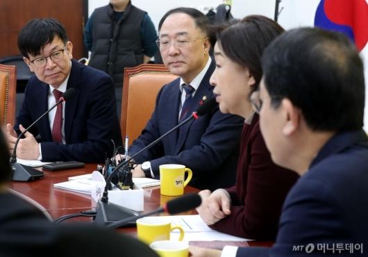 [사진]심상정 발언 경청하는 홍남기-김상조