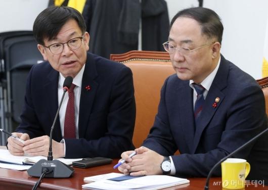 [사진]이란사태 관련 발언하는 김상조