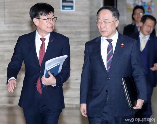 [사진]의견 나누는 홍남기-김상조