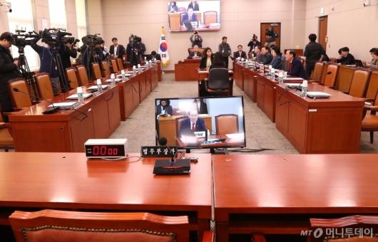[사진]반쪽 법사위 전체회의