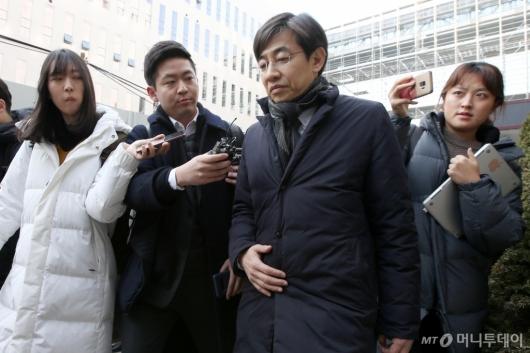[사진]법원 나서는 김성준 전 앵커