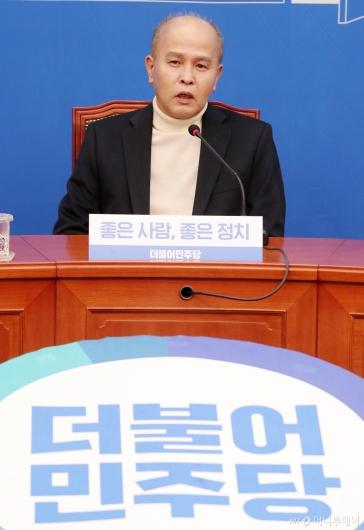 [사진]소감 말하는 이용우 카카오뱅크 공동대표