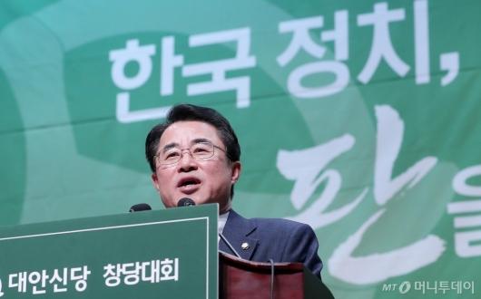 [사진]당대표 수락연설하는 최경환 신임 대표