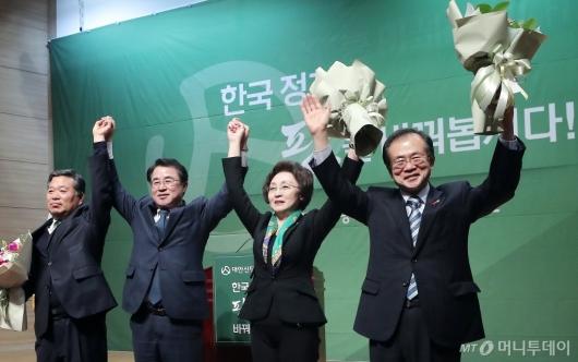 [사진]손 잡은 대안신당 지도부