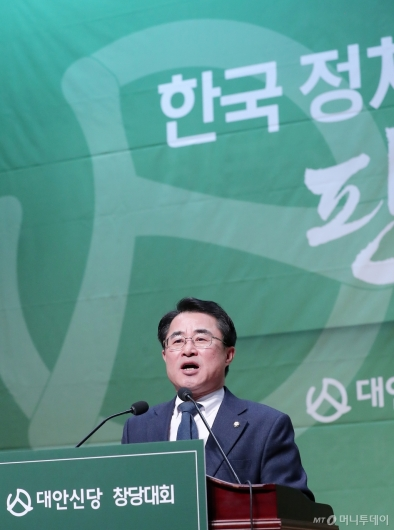 [사진]최경환 신임 대안신당 대표 '바꿔봅시다'