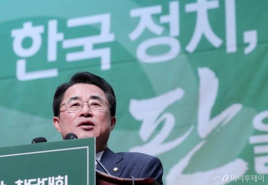 [사진]연설하는 최경환 신임 대안신당 대표