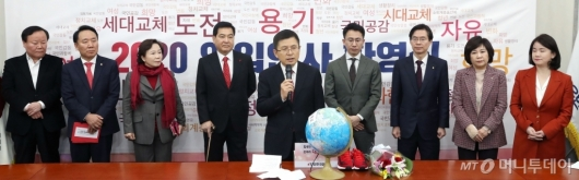 [사진]한국당 2020 영입인사 환영식