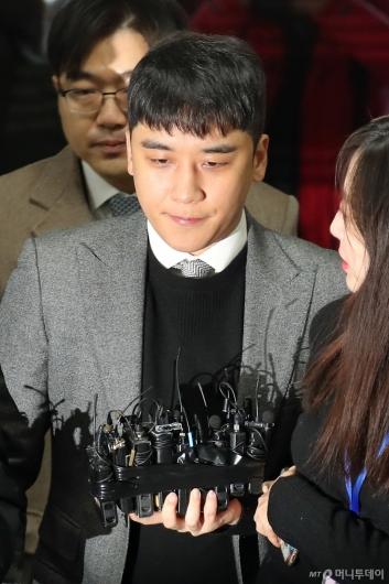 [사진]'성매매 알선·원정 도박' 승리, 이번에도 구속 피할까?