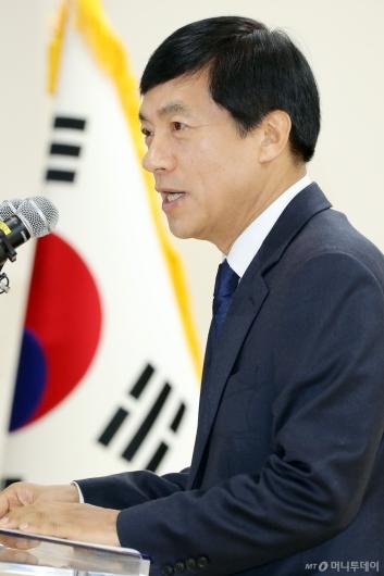 [사진]취임사하는 이성윤 신임 서울중앙지검장