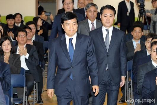 [사진]취임식 참석하는 이성윤 신임 서울중앙지검장