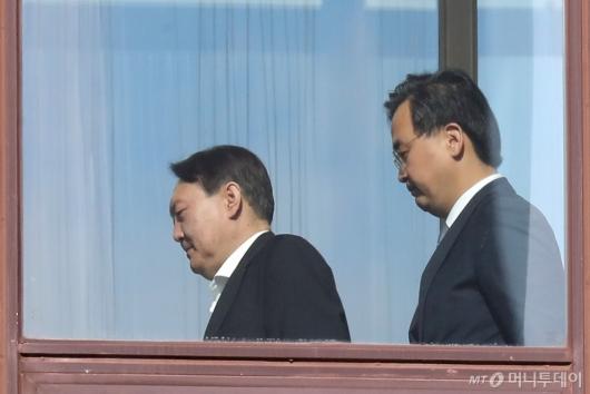 [사진]점심 식사 위해 이동하는 윤석열 검찰총장