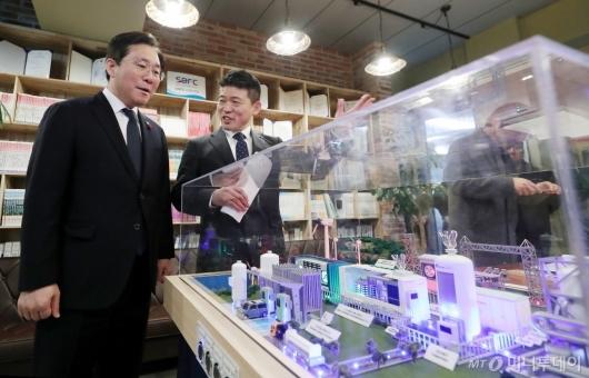 [사진]수소경제 현장 나선 성윤모 장관
