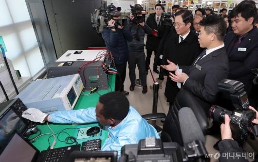 [사진]성윤모 장관 '수소경제 활성화 중소기업 방문'